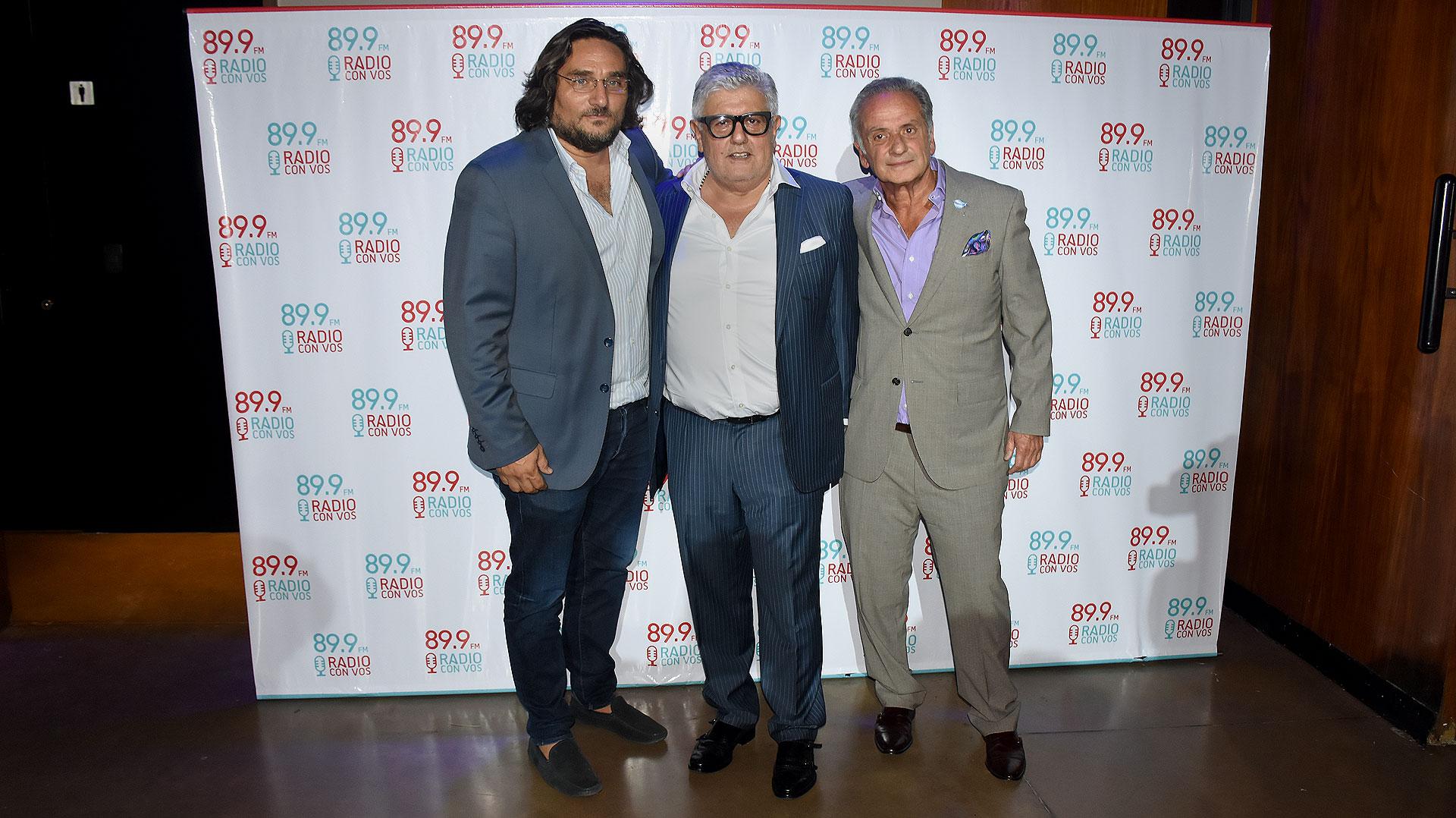 """Martín Kweller, Carlos Gorosito y Beto Vijnovsky, propietarios de """"89.9 FM Radio con vos"""", durante el cóctel de relanzamiento"""