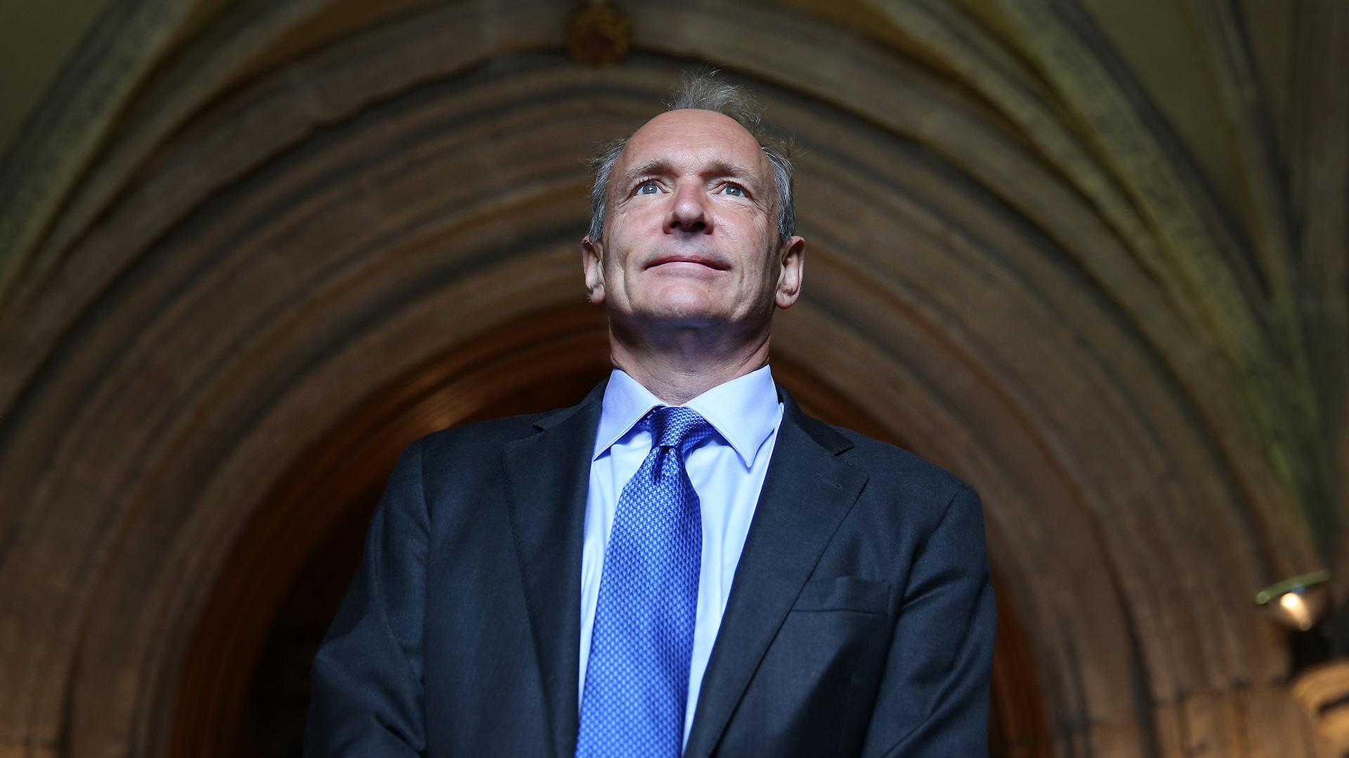 """Tim Berners-Lee estableció la primera comunicación entre un cliente y un servidor con el protocolo http. De ahí que se lo conozca como """"el padre de la web"""" (Getty)"""