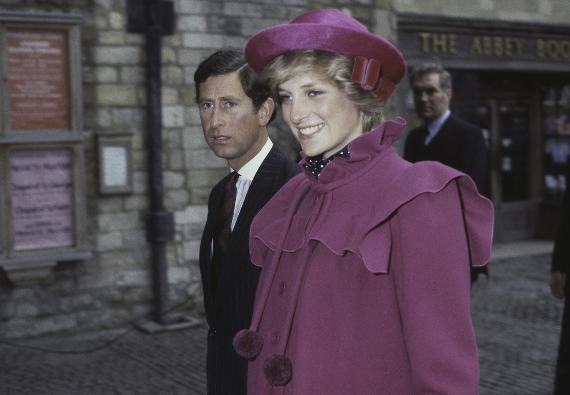El uso de un outfit monocromático era usualen su vestuario, pocas veces lo combinaba con más de dos colores (Foto deFox Photos/Hulton Archive/Getty Images)