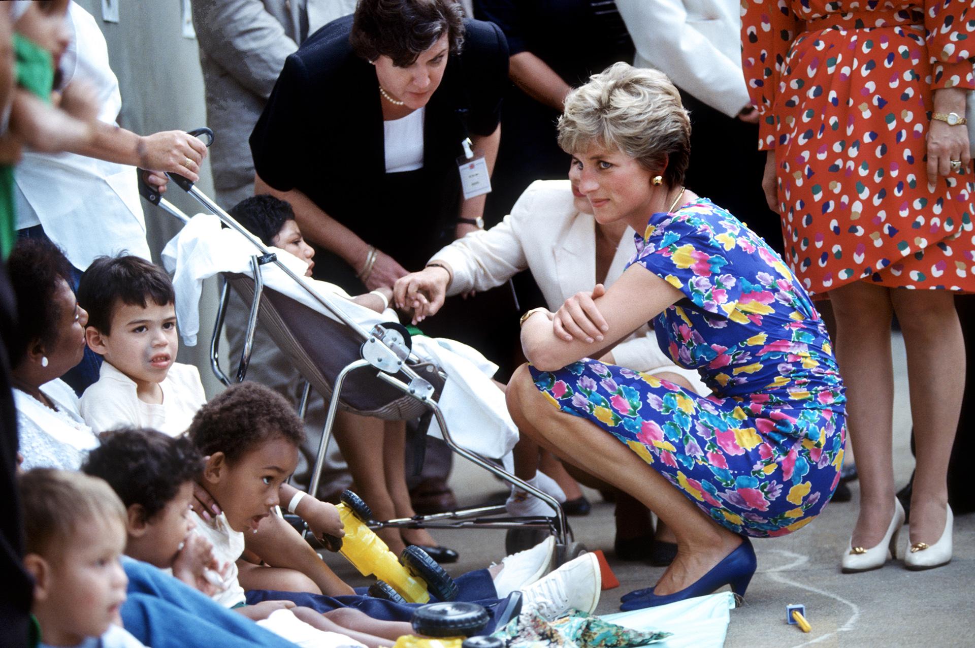 Diana estuvo siempre al cuidado de sus hijos, tenía devoción por los niños y en cada presentación se acercaba a saludarlos