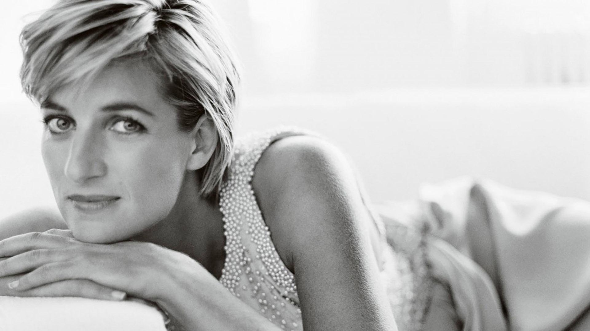 El fotógrafo Mario Testino fue el último que retrató a Diana para una publicación de alta gama. Buscó conseguir imágenes en las que se reflejara la Princesa al natural