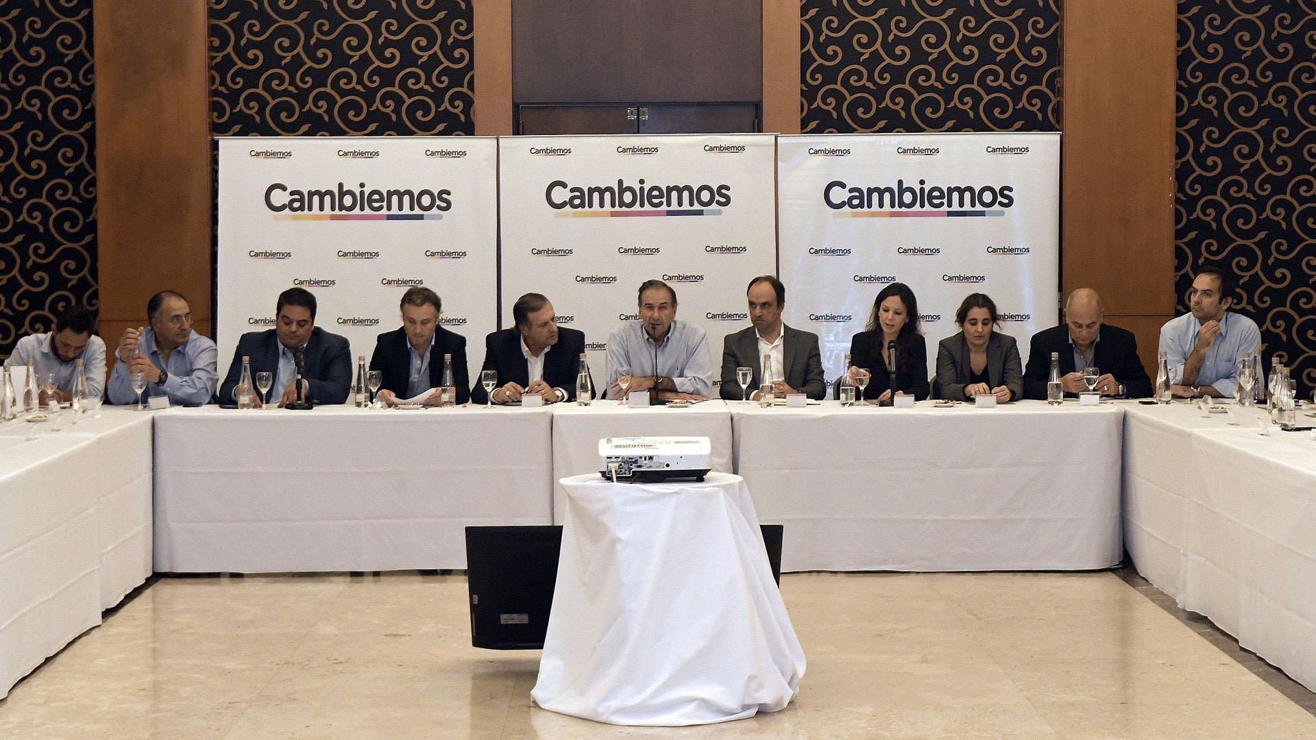 La primera vez que se reunió la Mesa Nacional de Cambiemos en el Gobierno, 2016. (Télam)