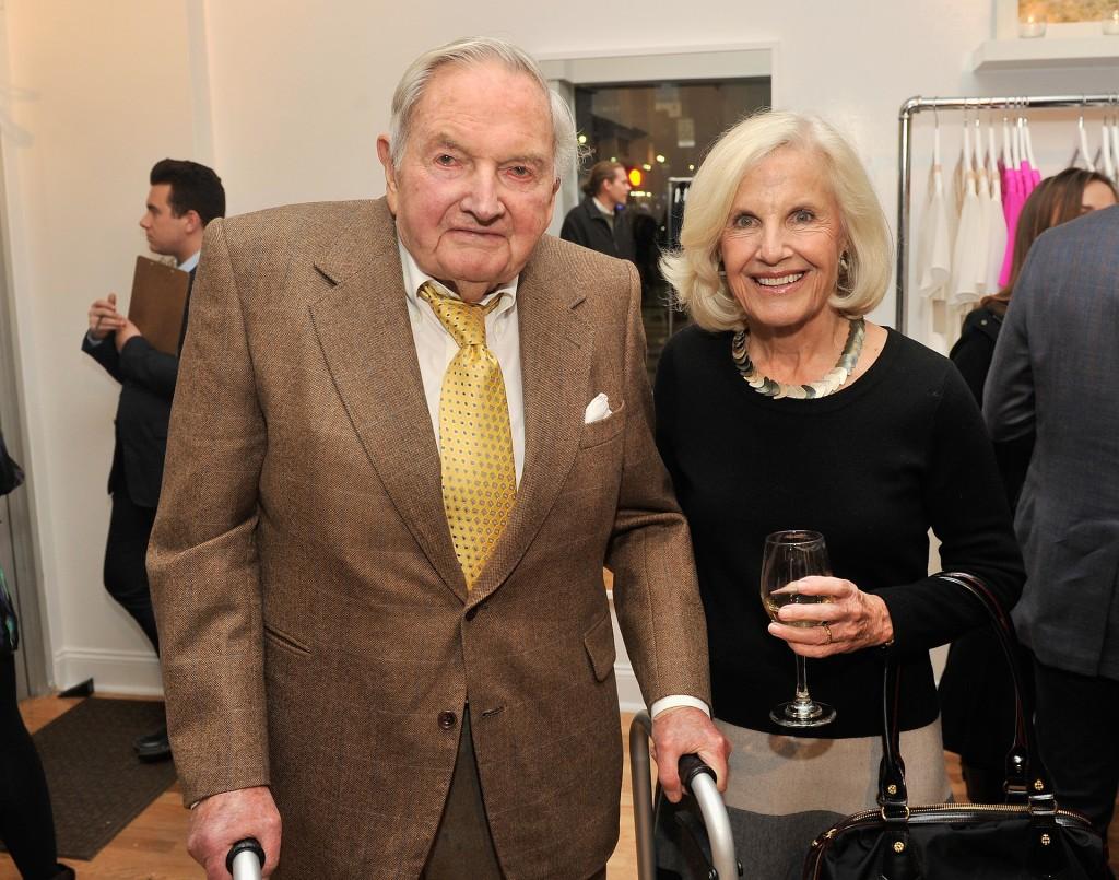 David Rockefeller y Marnie Pillsbury asisten a una recepción privada en la apertura del negocio Ariana Rockefeller Pop-up, el 4 de noviembre de 2013 en New York City. (Stephen Lovekin/Getty Images for Ariana Rockefeller)