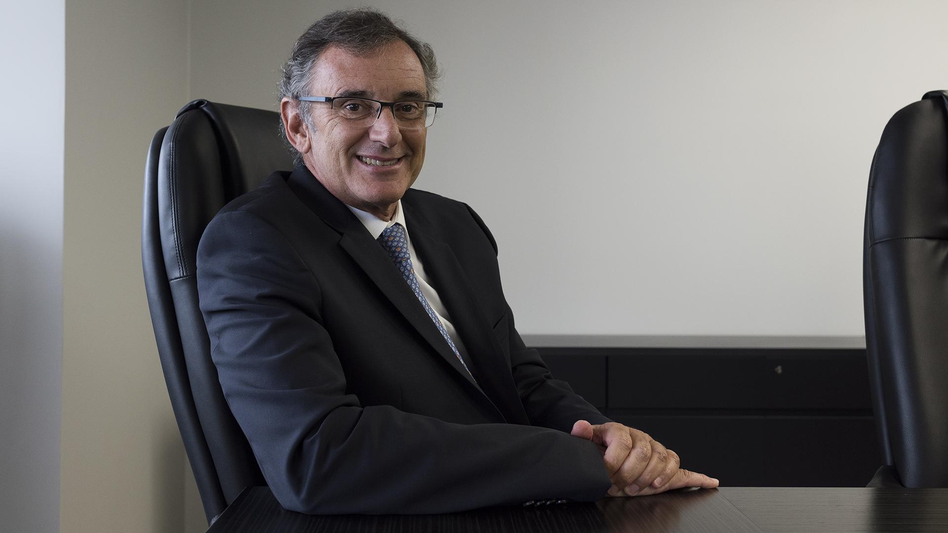 Claudio Cesareo (Adrián Escandar)