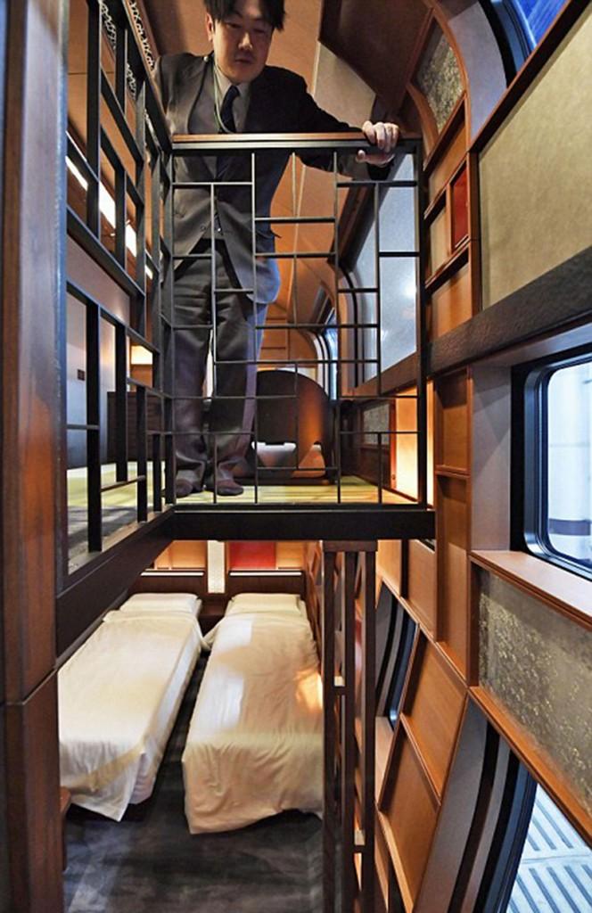 Entre los diez vagones, hay cinco dormitorios de dos pisos y una gran suite de lujo