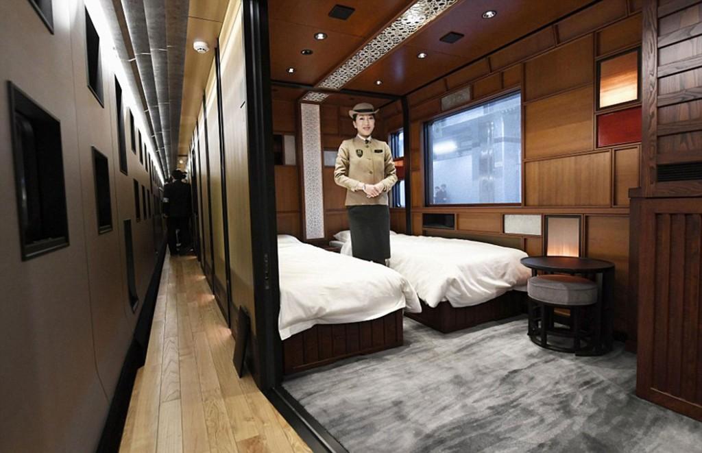 Eltodo el recorrido por el tren se develan guiños estilísticos a la cultura japonesa