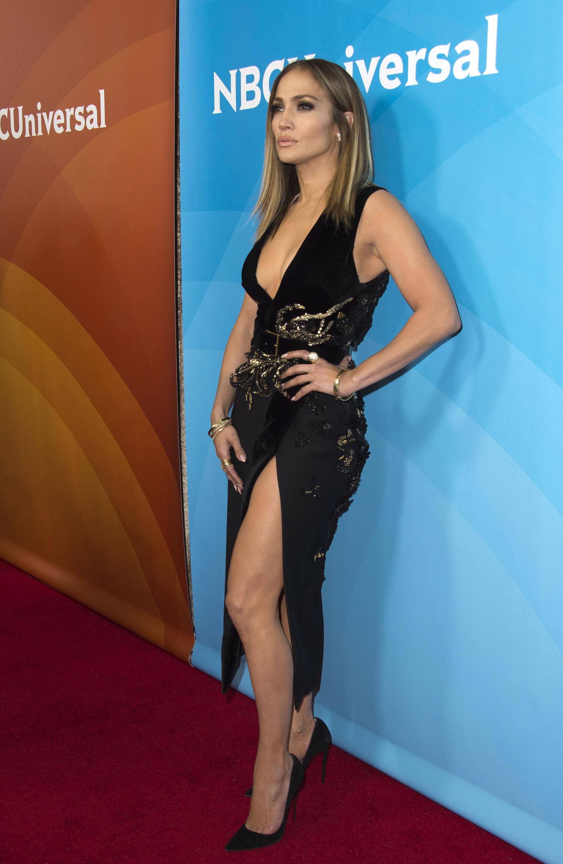 Jennifer López es fanática de los stilettos, que estilizan y mejoran el aspecto de las piernas