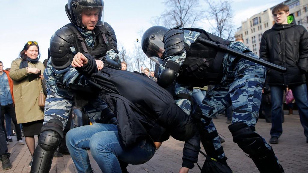 """EEUU condenó la detención de """"cientos de manifestantes pacíficos"""", mientras la Unión Europea demandó la liberación """"sin demoras"""" de los opositores en lo que fue la mayor protesta desde 2012"""