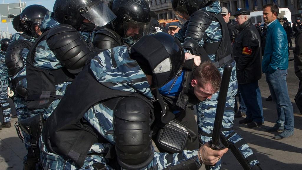 La policía evocó más de 7.000 personas, dando cuenta, así, de una movilización poco habitual para una manifestación no autorizada