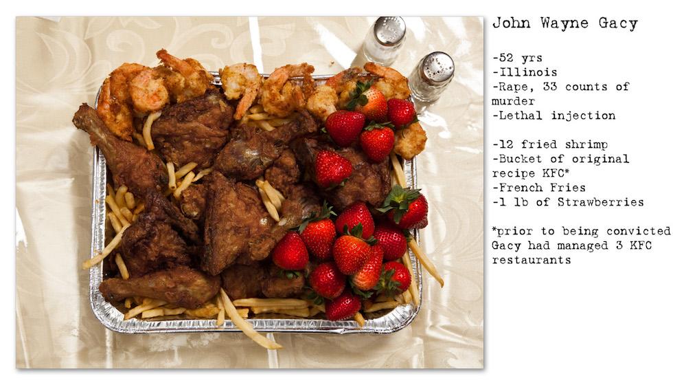 John Wayne Gacy: 52 años, Illinois, Violación, 33 homicidios; Inyección letal. Pidió: 12 camarones fritos, un balde de pollo frito de KFC (había sido gerente de tres locales de Kentucky Fried Chicken), papas fritas, frutillas (No Seconds – Henry Hargreaves)