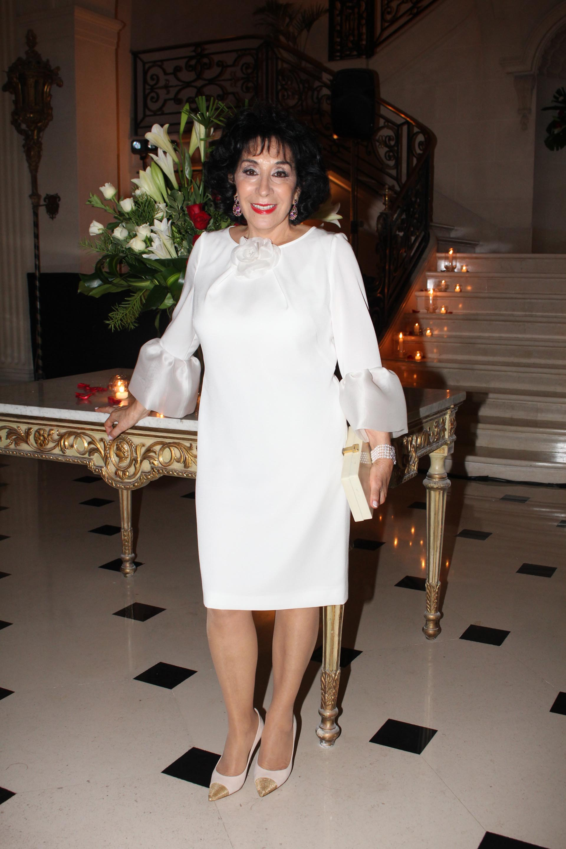Graciela Pérez Lastra luciendo un exclusivo vestido de Valentino y joyas de Van Cleef