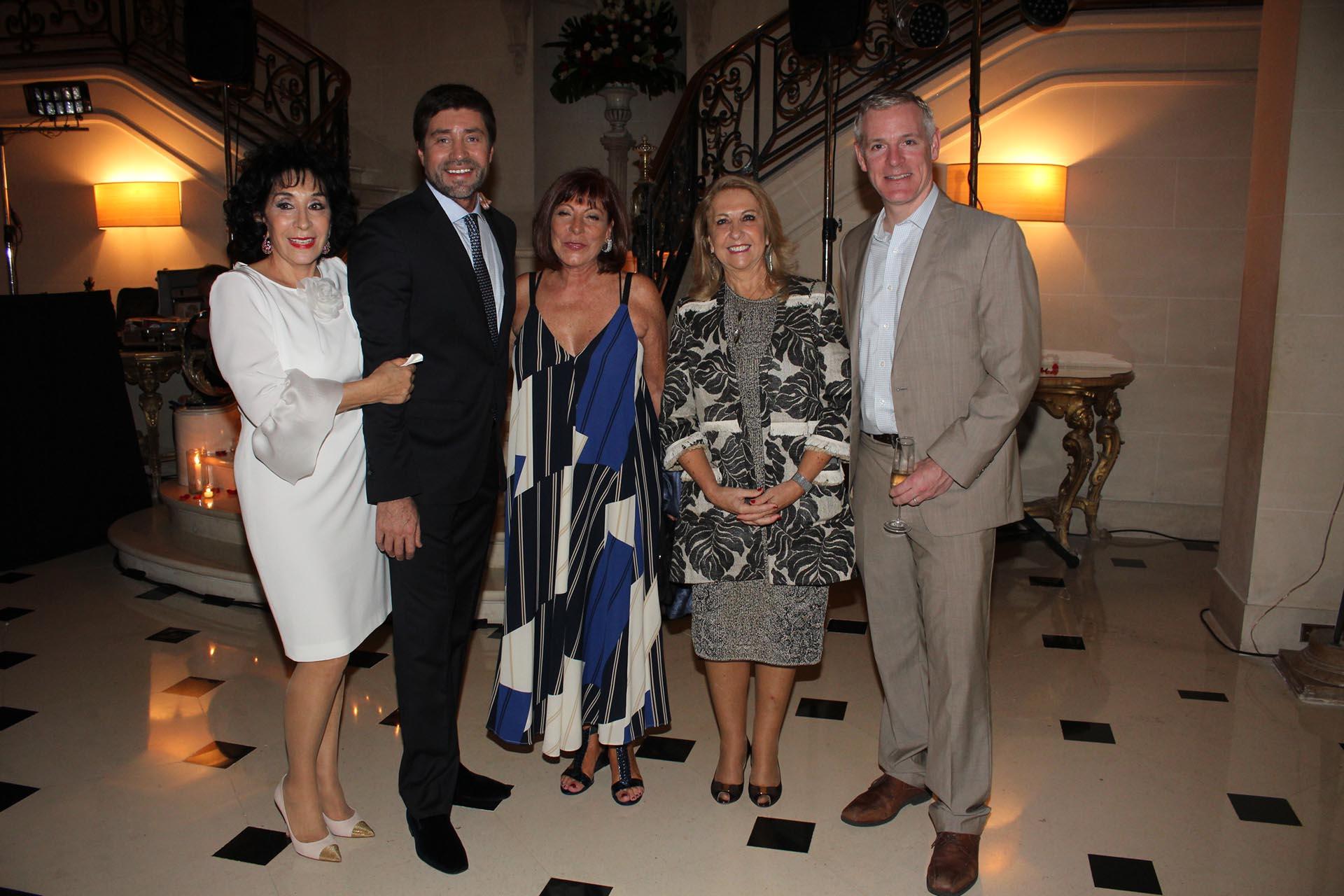 Graciela Pérez Lastra, Walter Ramírez Moyano, la directora del Banco Nación, Ercilia Nofal; la diputada Susana Balbo y el cónsulgeneral de los Estados Unidos en la Argentina, Brendan O'Brien