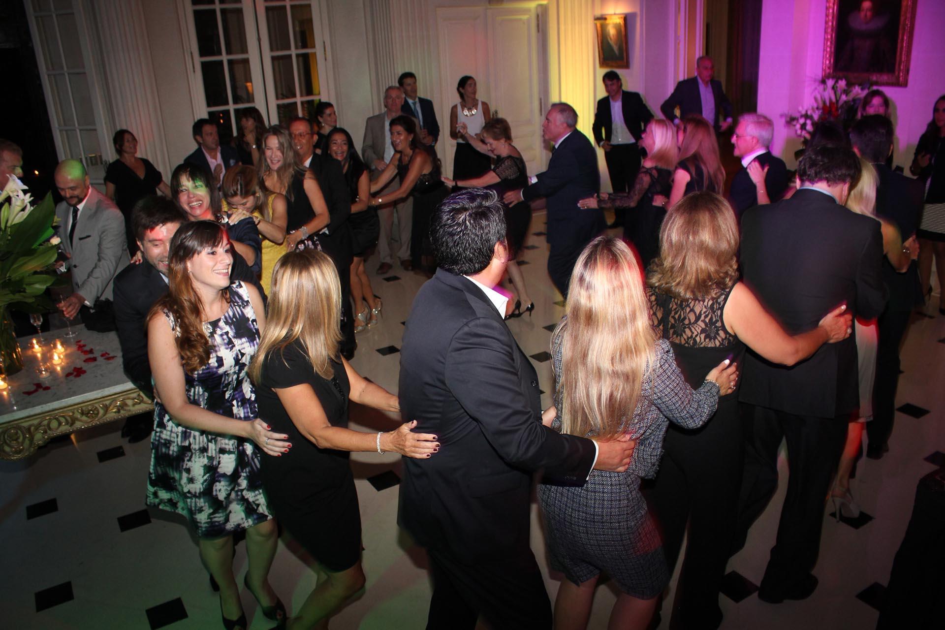 Los invitados bailaron y se divirtieron hasta la medianoche