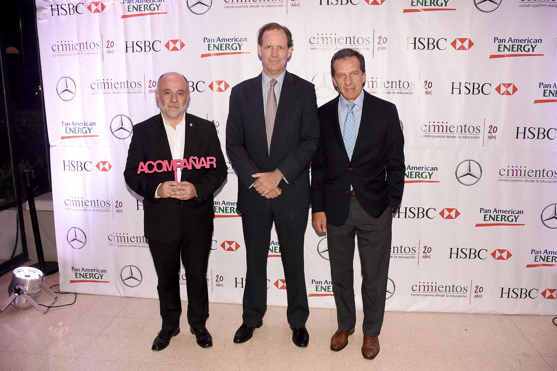 El titular de la Dirección General de Escuelas, Jaime Correas, junto a Miguel Blaquier y Atilio Dell'Oro Maini, director del Grupo Supervielle