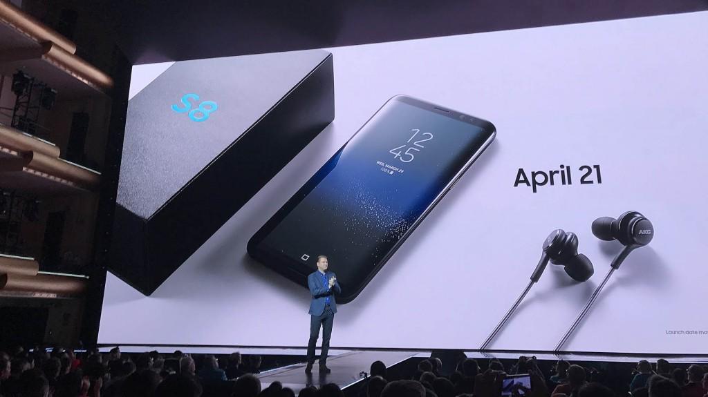 La presentación se hizo en el Lincoln Center en Nueva York y junto con el smartphone se lanzaron varios accesorios