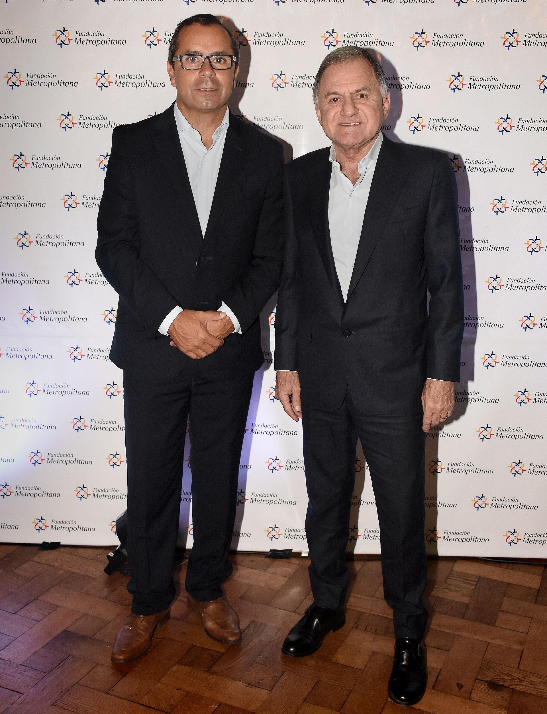 Gastón Urquiza, director de la Fundación, junto a Julio Pereyra, intendente de Florencio Varela