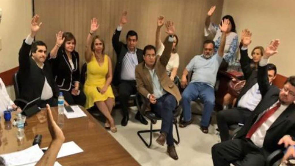 Senadores sesionaron en una sala alterna para aprobar la polémica reforma