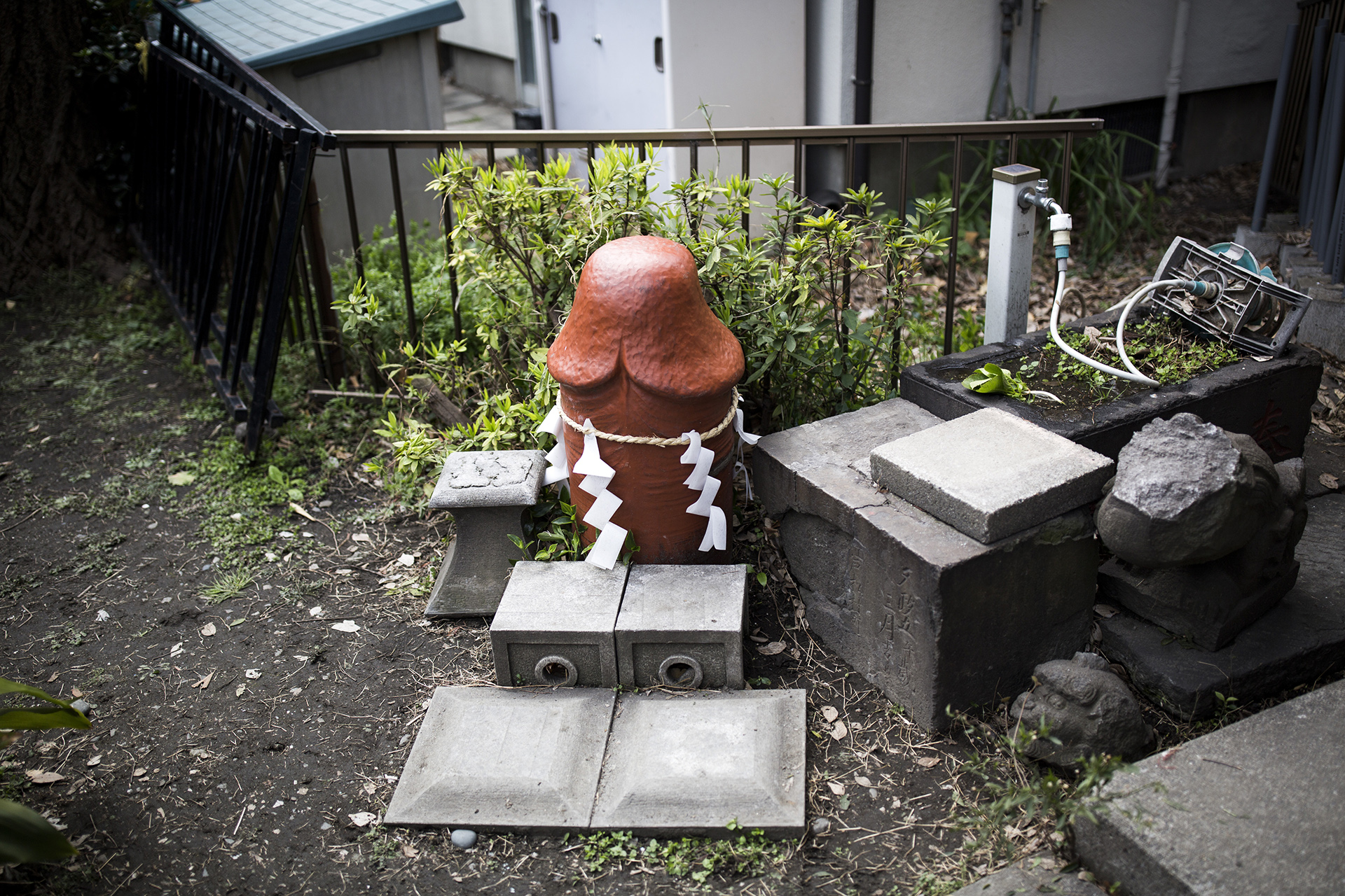 Una estatua con forma de pene (AFP)