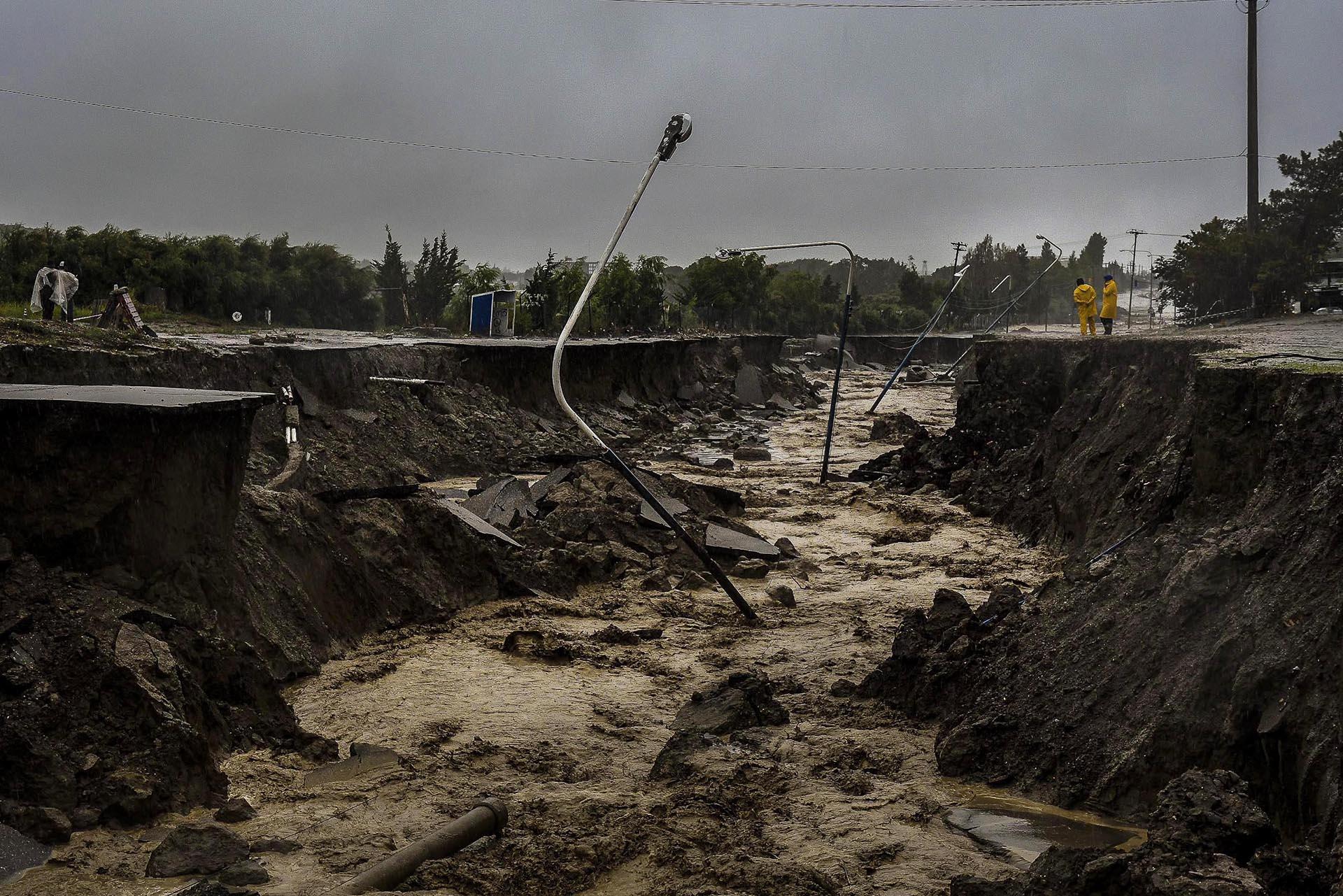 Grandes eventos atmosféricos y desastres naturales - Página 2 Fuertes-lluvias-agravan-la-situacion-en-Comodoro-Rivadavia-SF-2