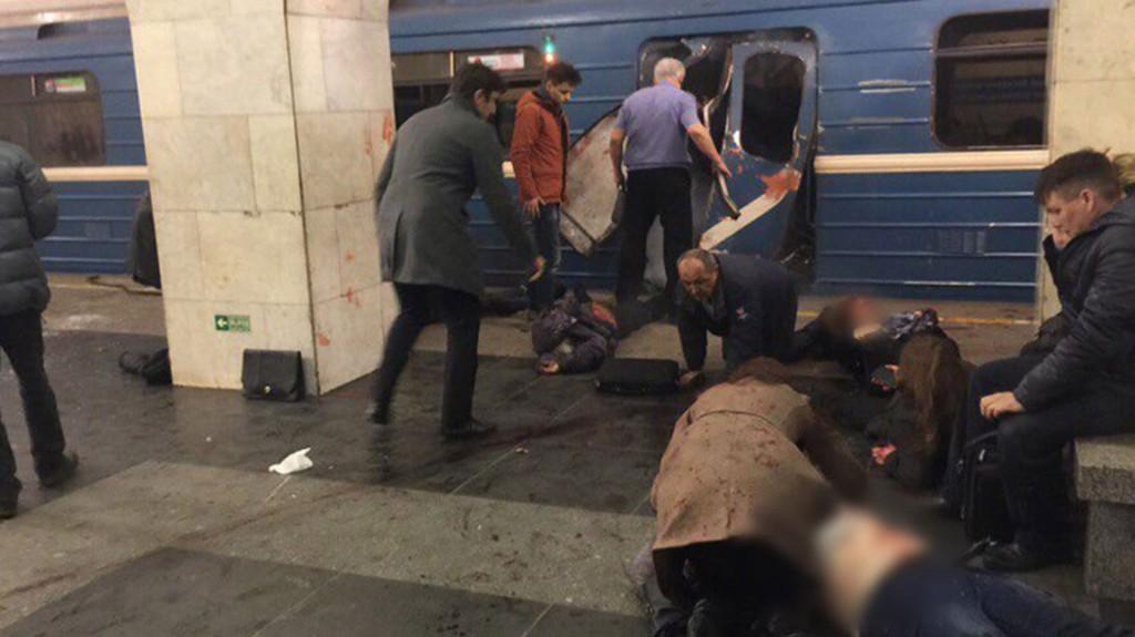 """""""La explosión en el metro de San Petersburgo la perpetró un terrorista suicida. El artefacto casero seguramente fue colocado en el vagón antes de que saliera"""", apuntó una fuente oficial a medios locales"""