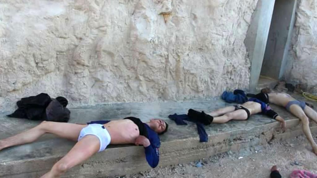 El grupo de rescate Civil Defense Idlib, también conocida como Cascos Blancos, compartió imágenes de los primeros momentos tras el atque