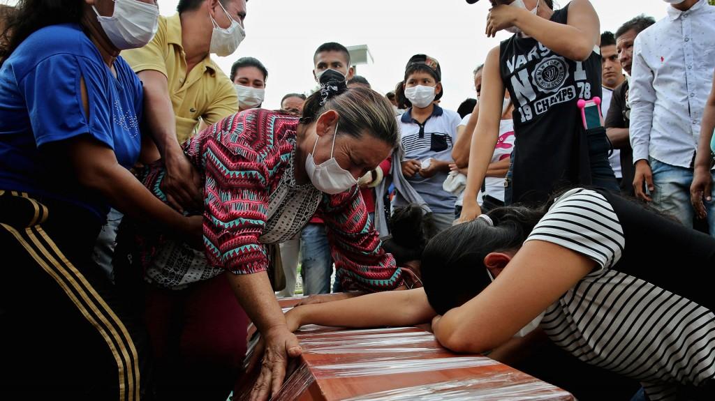 Más de una decena de personas fueron sepultadas en la ciudad colombiana de Mocoa (EFE)