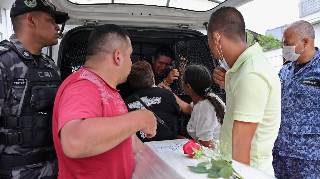 Los equipos de rescate saben que después de 72 horas es casi imposible encontrar supervivientes. Ese plazo se cumple hoy (EFE)