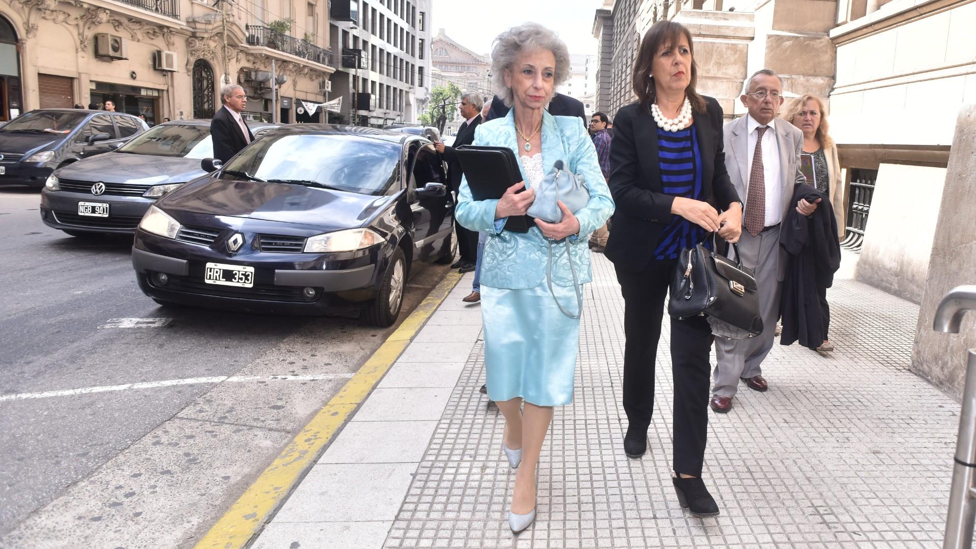La jueza Liliana Catucci llegando a Tribunales (Adrián Escandar)