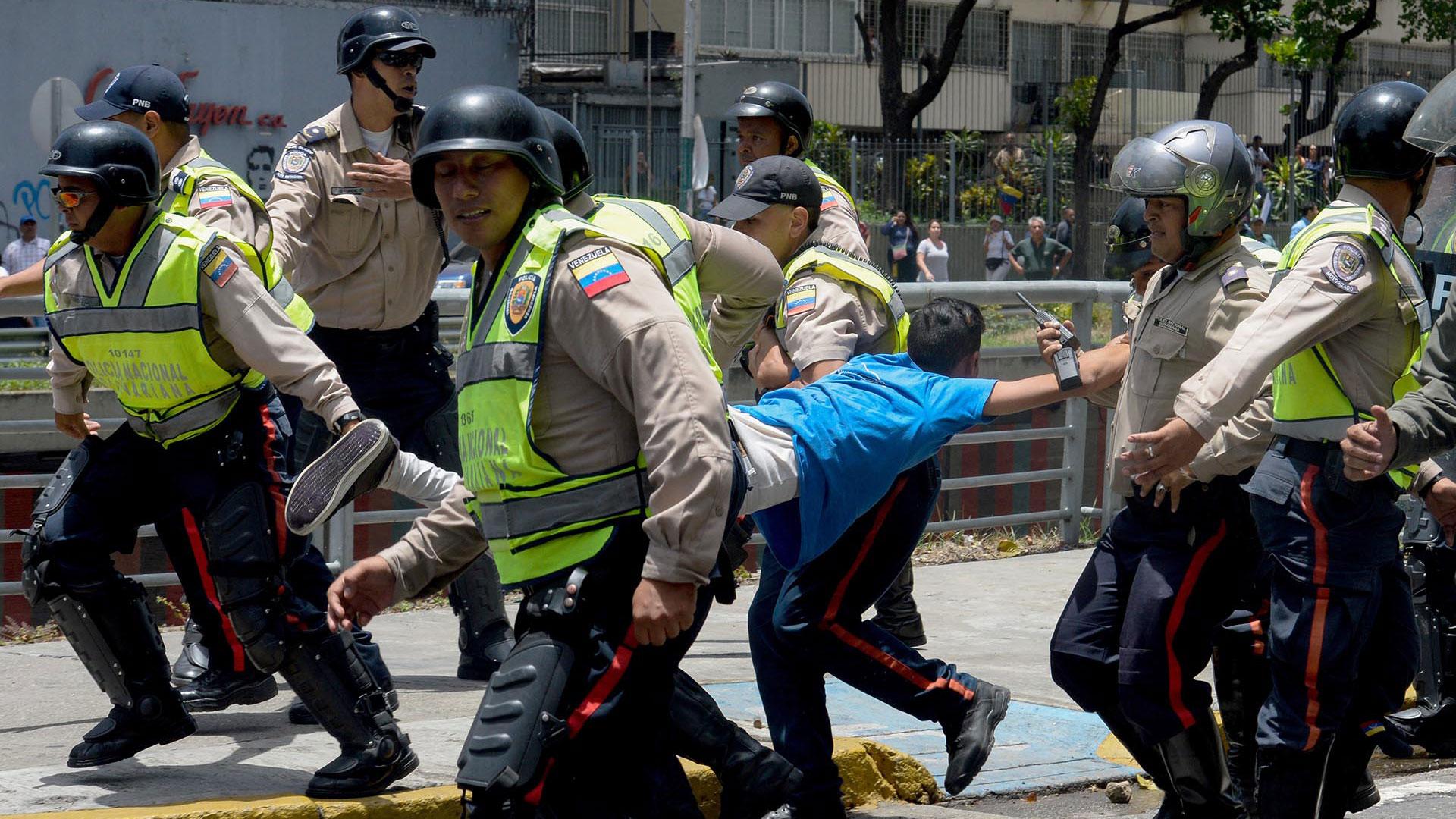 En la Venezuela de Nicolás Maduro, ser opositor pùede terminar con la cárcel o la muerte
