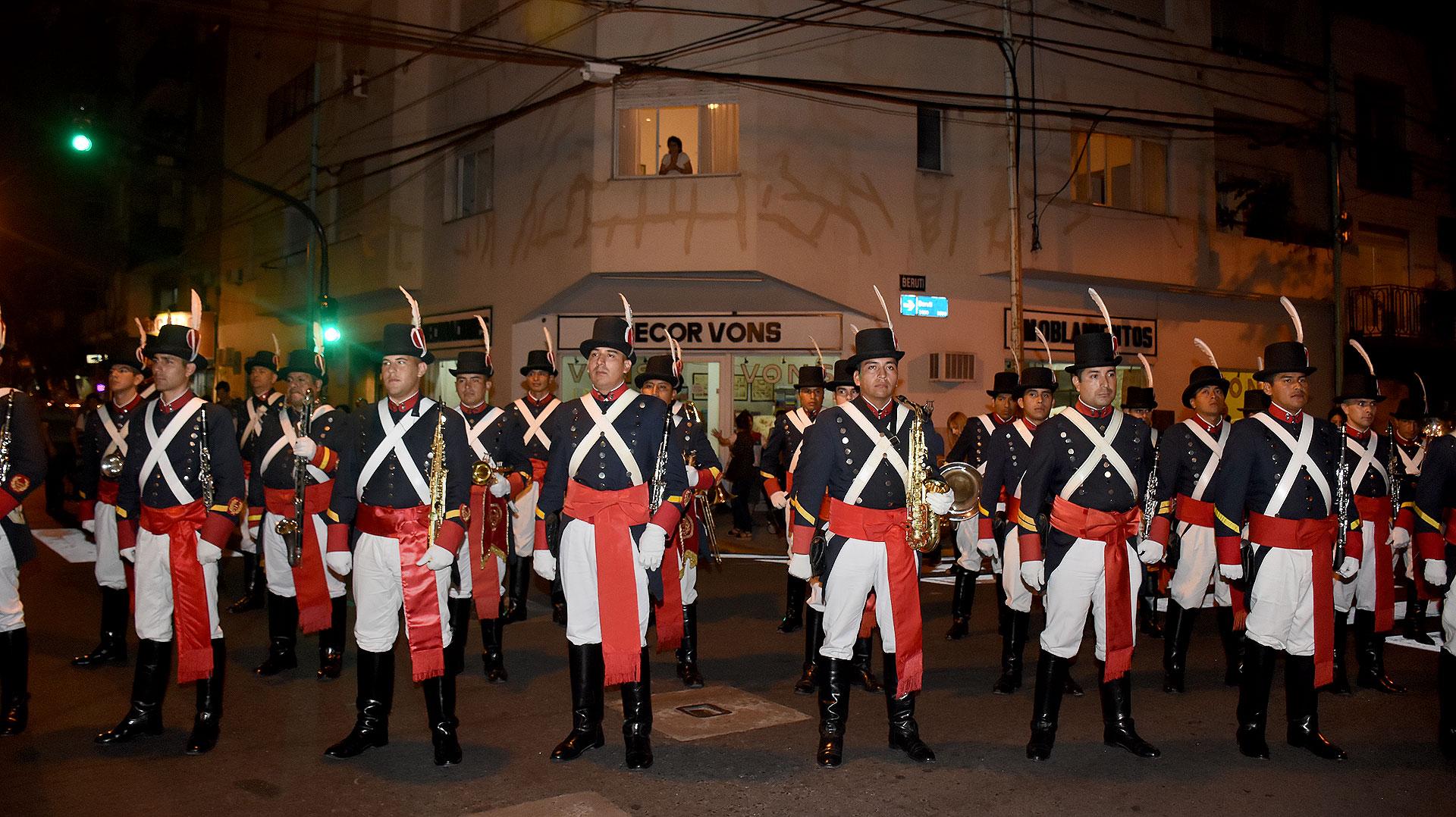 Antes del estreno, en la calle se presentó la banda del Regimiento Patricios