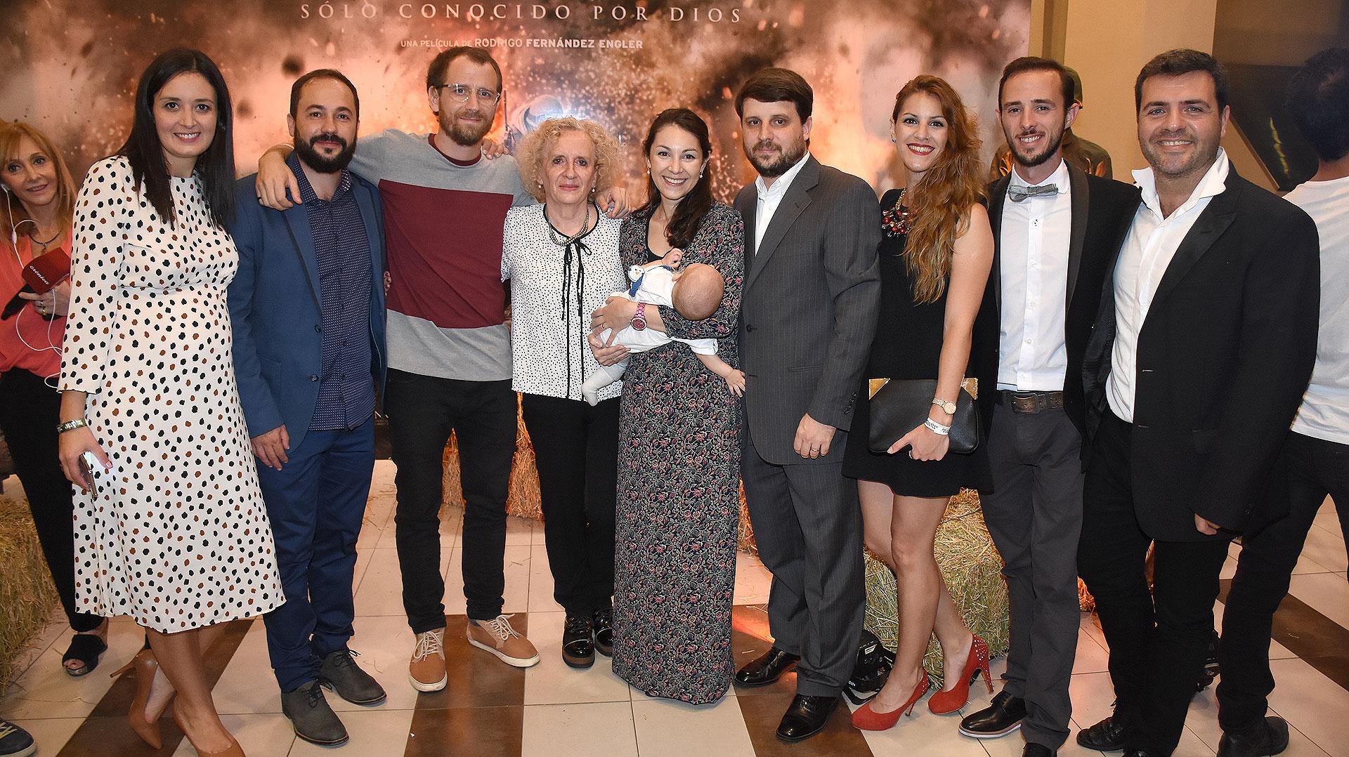 El director, Fernández Engler, junto a su familia