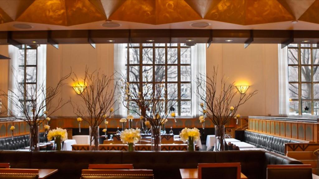 El suizo Daniel Humm y el estadounidense Will Guidara ofrecen un giro neoyorquino a la cocina moderna europea. Con un menú de 8 pasos por 295 dólares, destaca el pato a las brasas con miel y lavanda