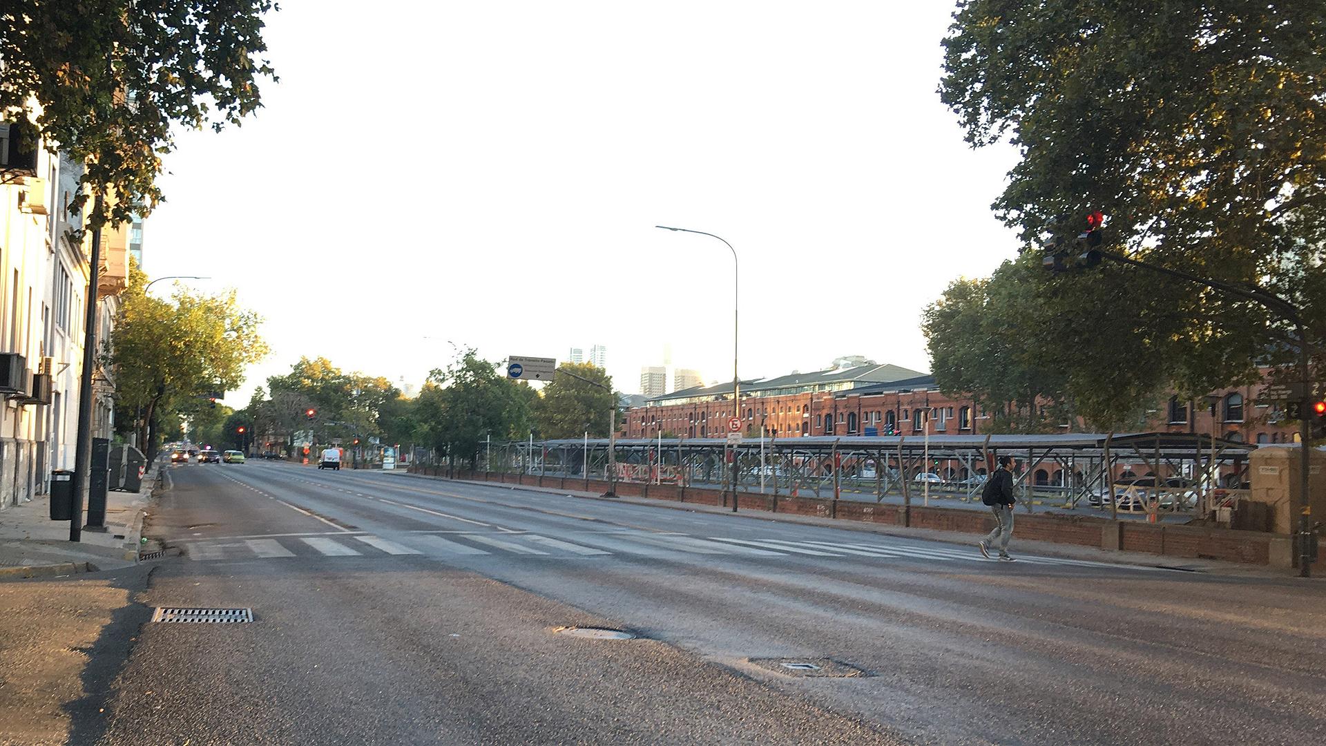 Así lucía esta mañana la zona del bajo porteño (Foto: agencia EFE)