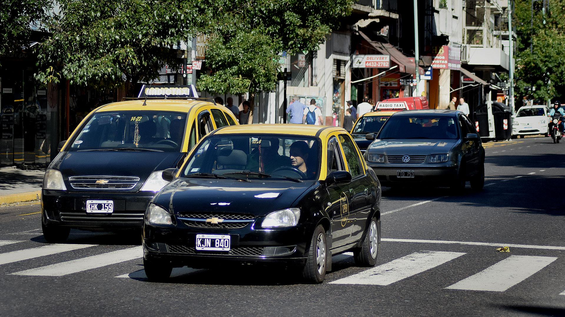 Muchos taxistas salieron a prestar servicio pese a las amenazas del gremialista Omar Viviani (Foto: Nicolás Stulberg)