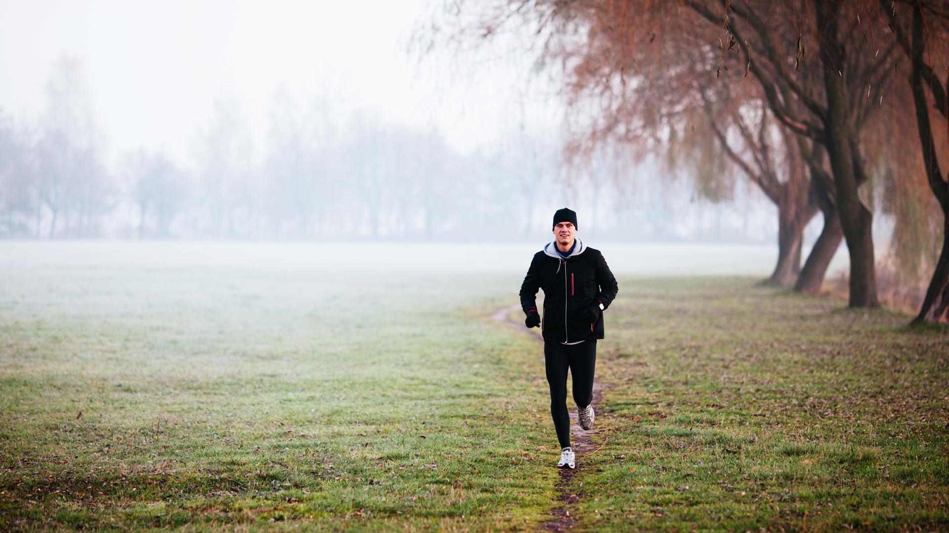 Muchos salen a correr sin importarle el clima ni el momento del día (iStock)