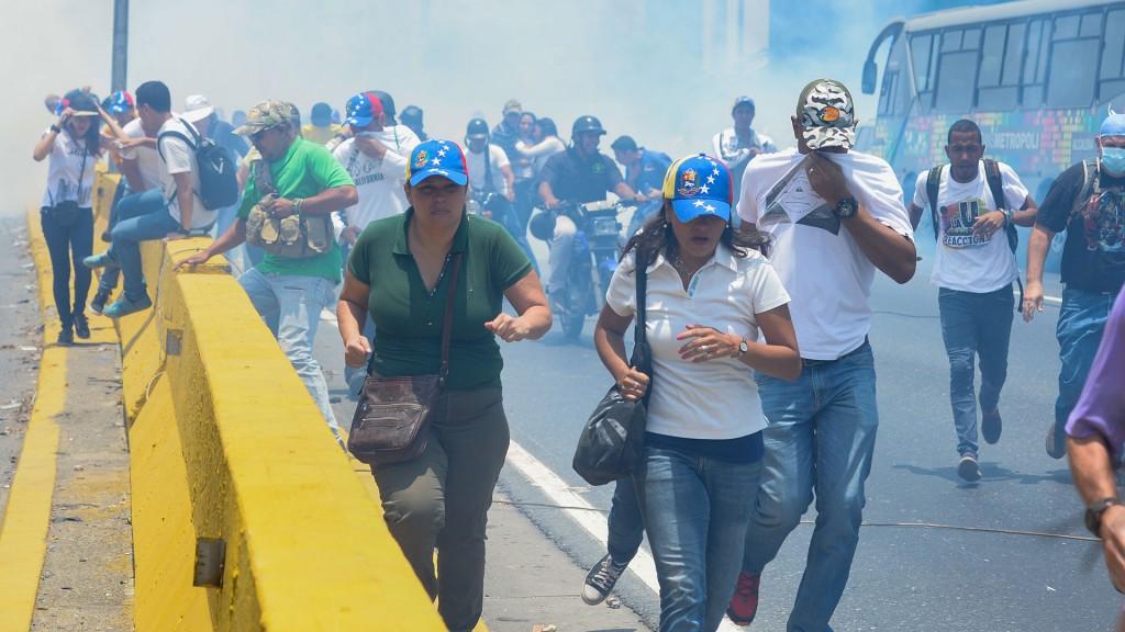Los venezolanos escapan de la represión chavista (AFP)