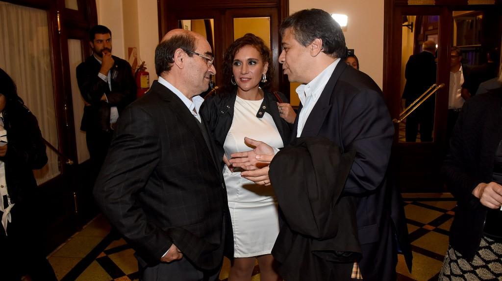 Los referentes de Libres del Sur Humberto Tumini y Laura Velasco junto a Sergio Abrevaya, presidente del GEN porteño