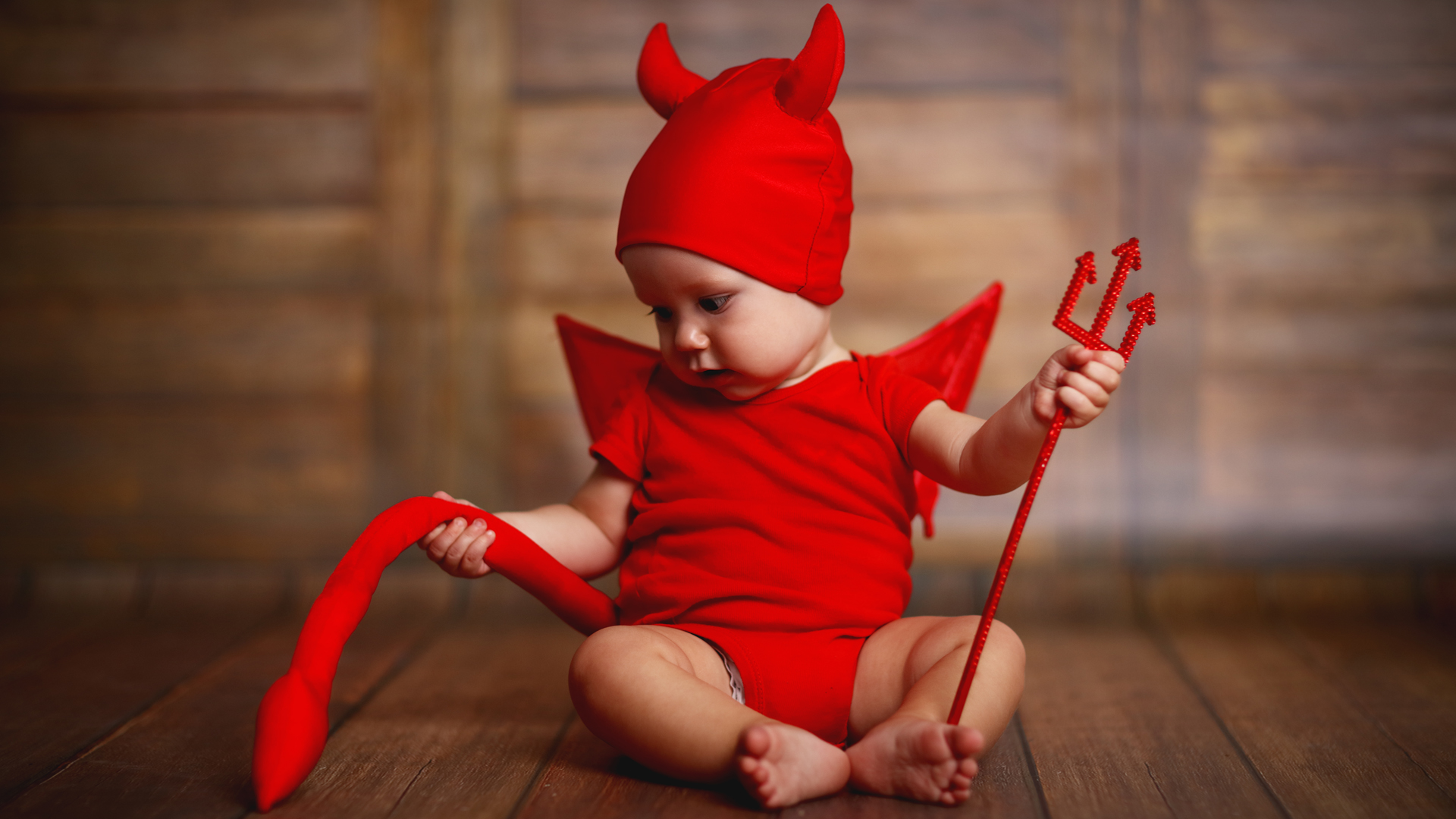Evitar vestirse de rojo durante esta semana para no atraer al diablo es otro de los mitos.
