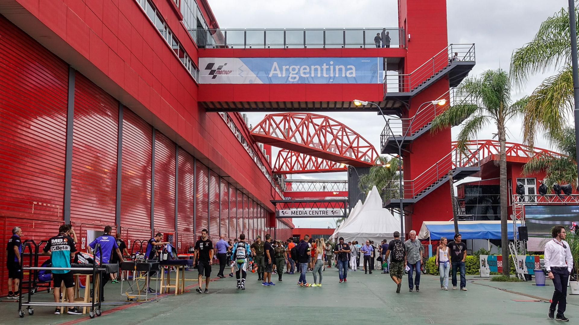 Un autódromo que atrae a aficionados y seguidores de estos deportes de todas partes del país y del mundo. Homologado por la Federación Internacional del Automóvil (FIA) y la Federación Internacional de Motociclismo (FIM), tiene la recta más larga de los autódromos de Argentina