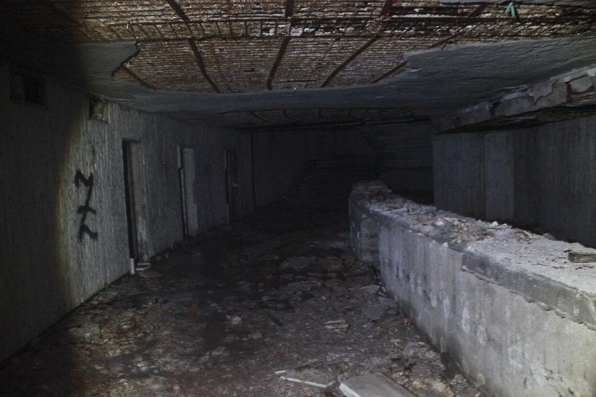 Barra de bar en un subsuelo