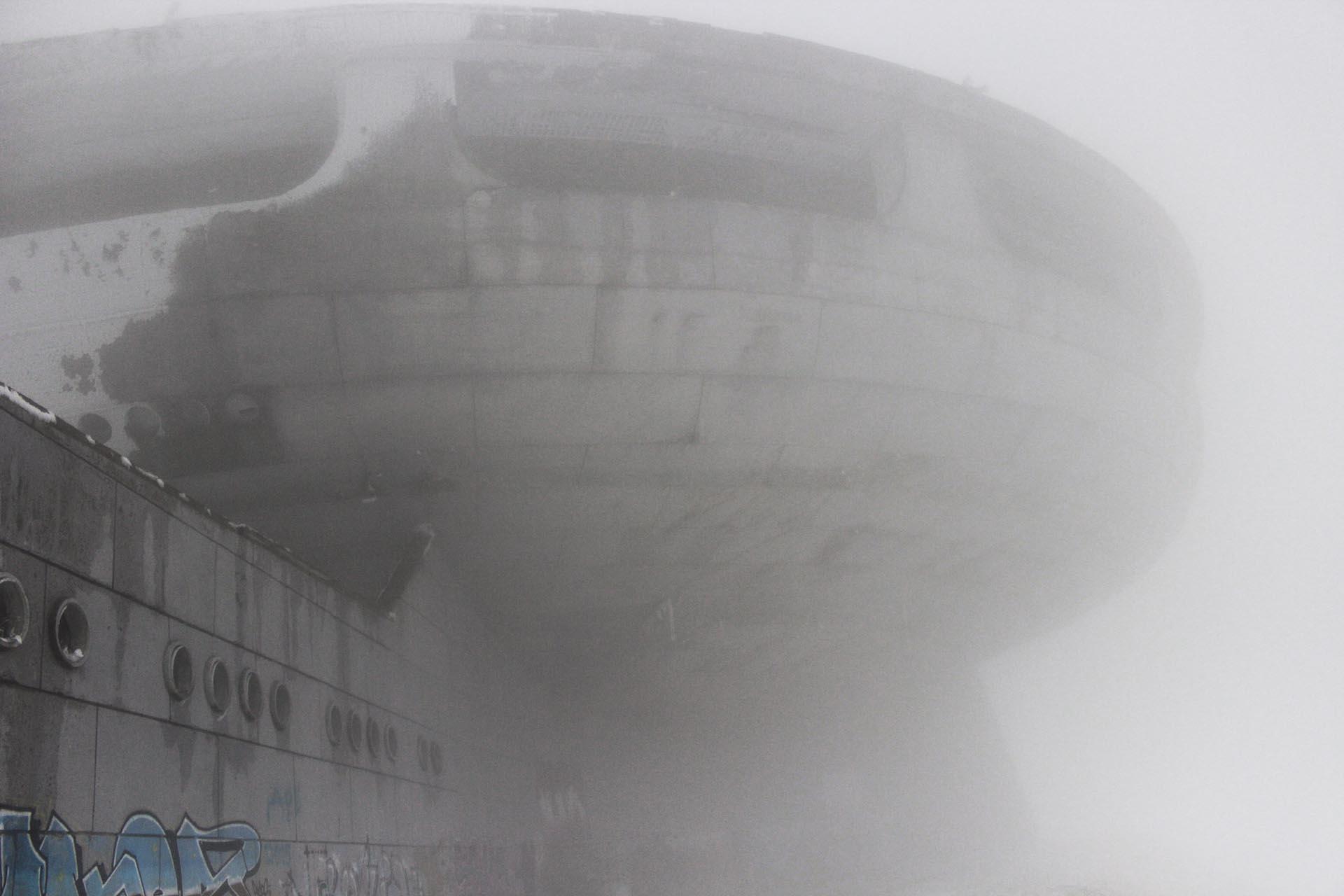 El OVNI es sitio de peregrinaje de turistas, a pesar de su total estado de abandono (Fotos: Ignacio Hutin)