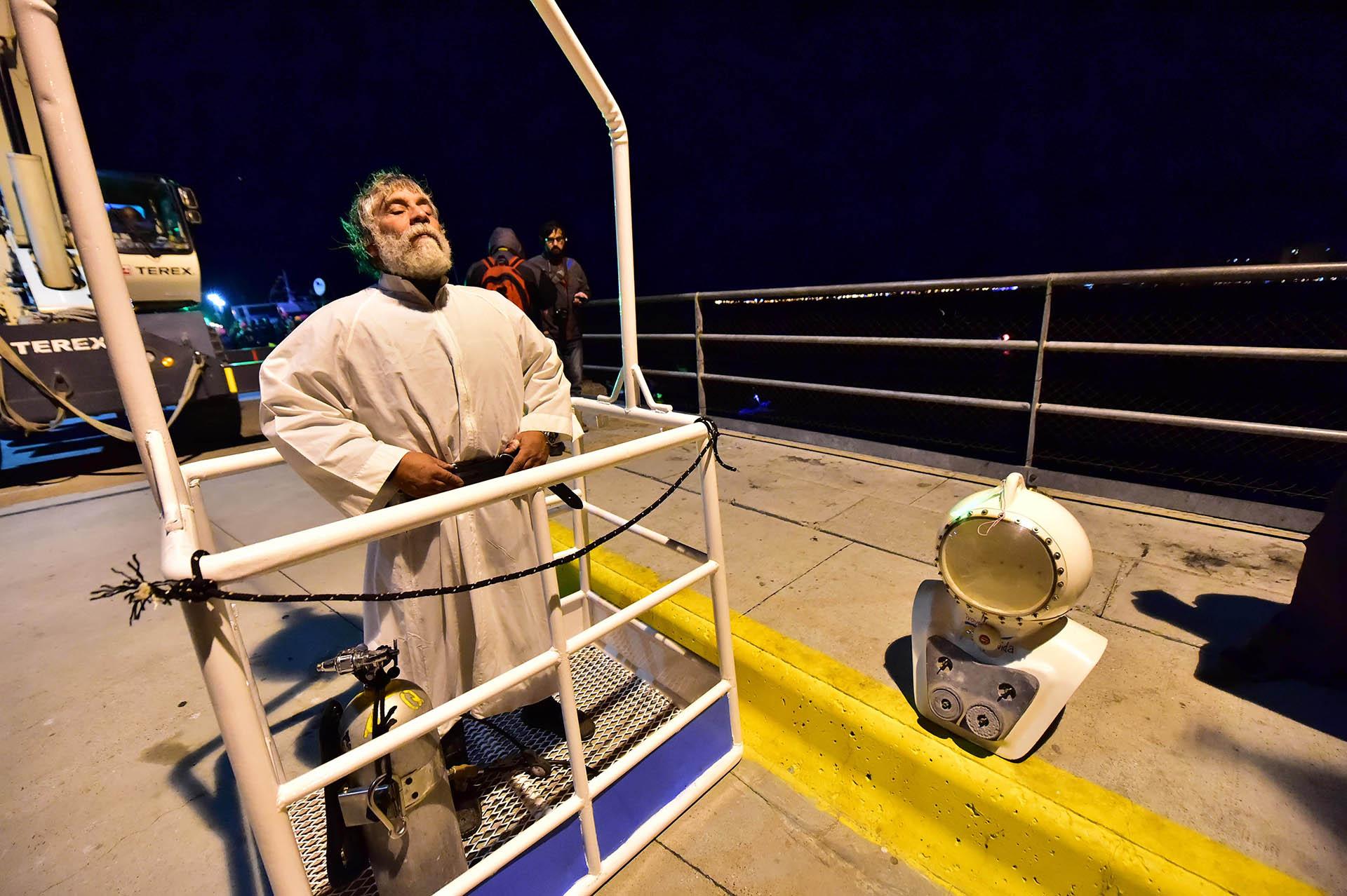 Puerto Madryn, El 14to. Vía Crucis submarino, revivió la fe de la multitud que participó de la emotiva ceremonia en el Golfo Nuevo de Puerto Madryn