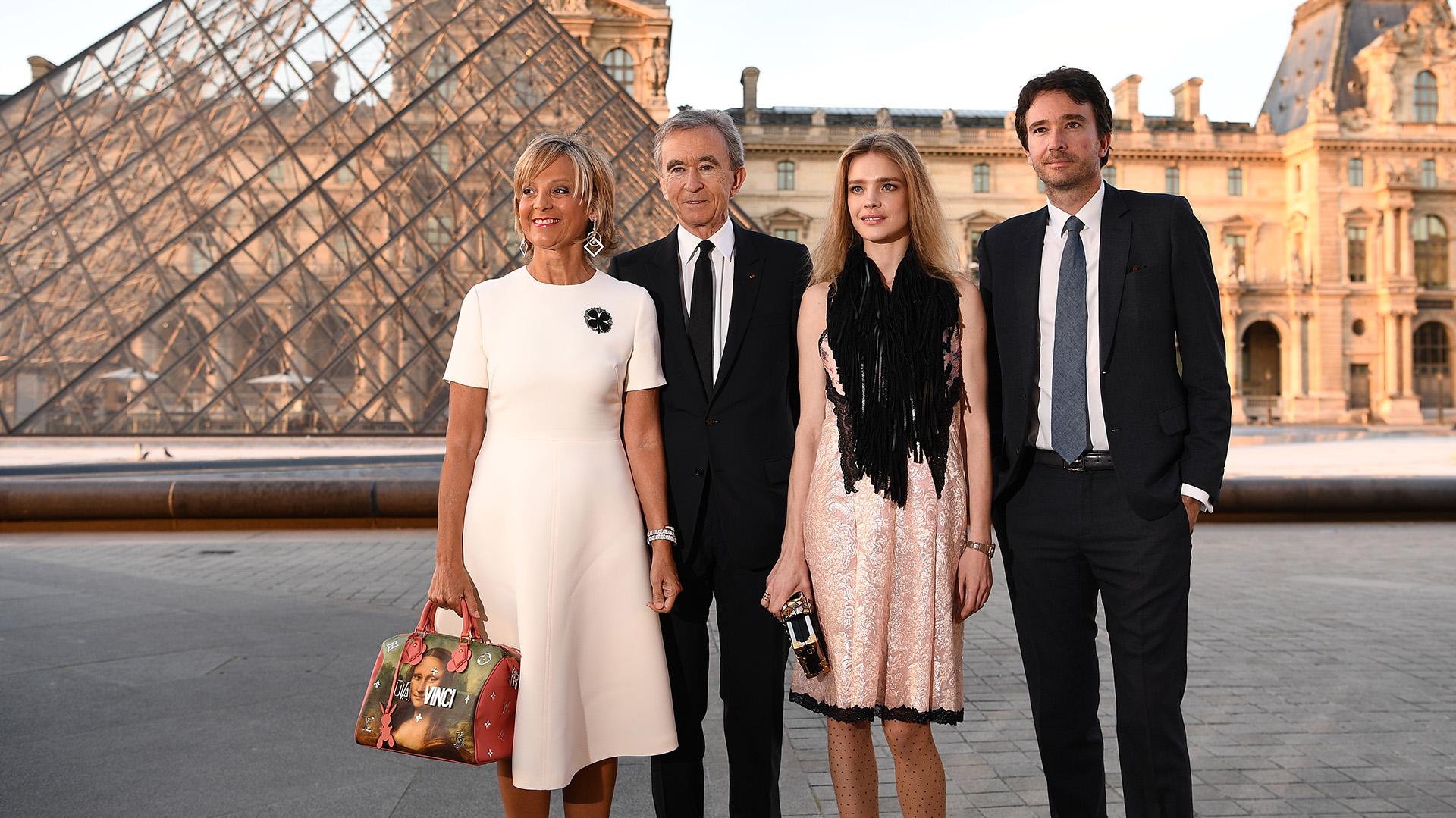 El CEO de LVMH, Bernard Arnault; su esposa, la pianista francesa Helene Mercier-Arnault; su hijo Antoine Arnault y su mujer, la modelo rusa Natalia Vodianova