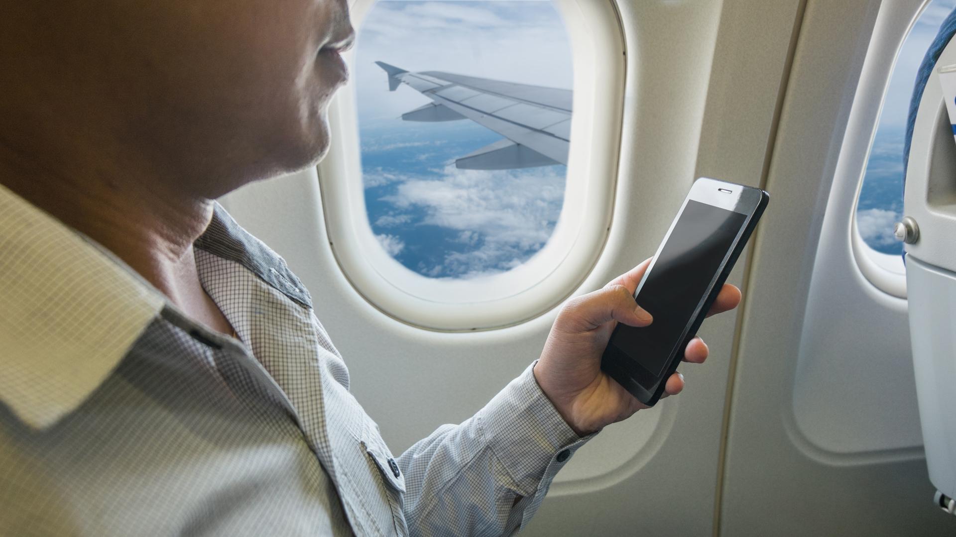 En definitiva, apagar los celulares o ponerlos en Modo Avión no responde a una medida de seguridad (istock)