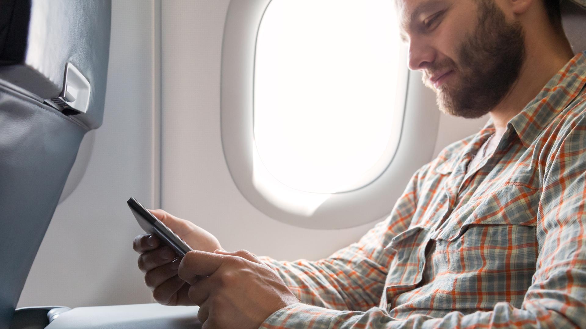 ¿Por qué hay que poner el celular en Modo Avión? (istock)