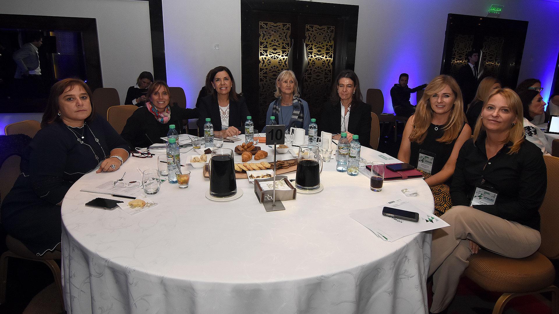 Silvina Gutiérrez (PWC Argentina), Daniela Blanco (directora de Tendencias de Infobae), Liliana Parodi y Marta Buchanan (América TV), Laura Elliff (Banco Provincia), Cecilia Luchia Puig (Mañana Profesional y Líderes TV) y Gloria Vailati (cofundadora FWTV)