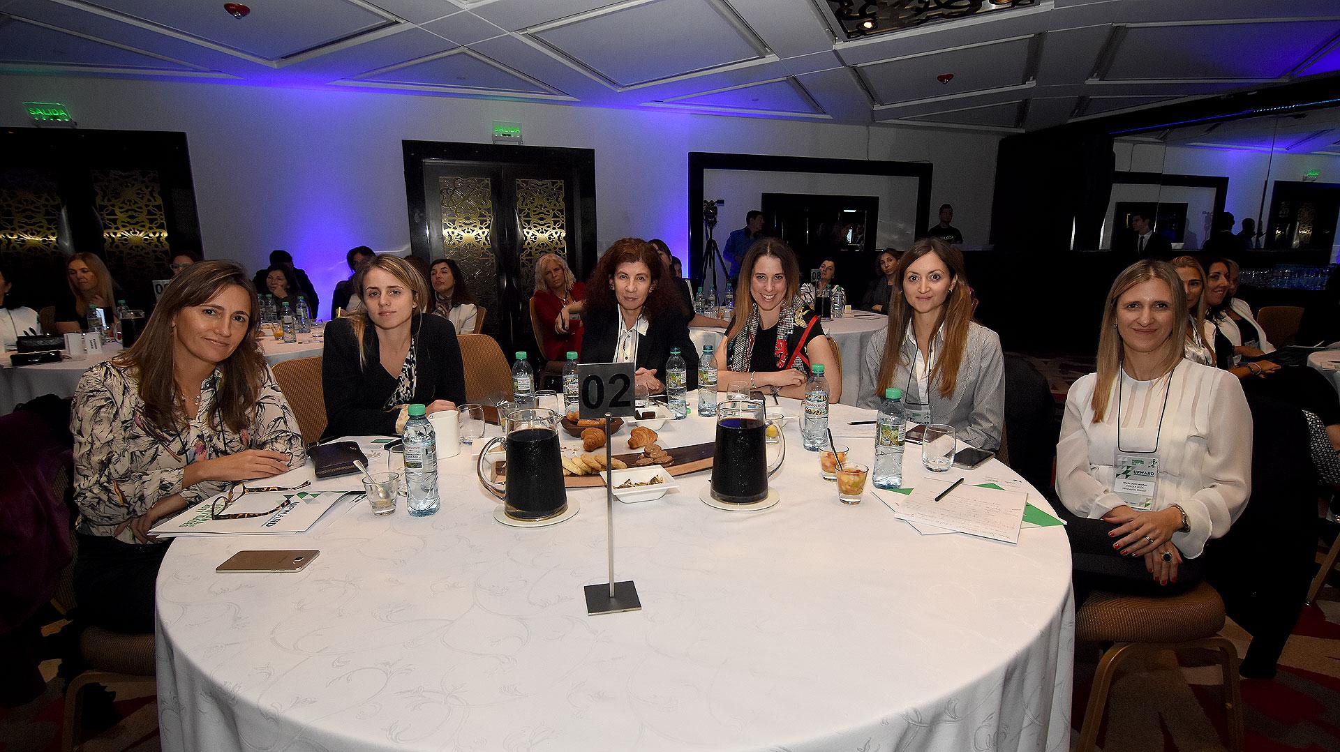 Magdalena González (Telecom), Mariana Caizza (Pepsico), Patricia Rey (Canal de la Ciudad), Denise Kurchan Saban (Biogen), Camila Di Sábato (Comunicación y Marketing) y María Laura Leszman (Von Der Heide)