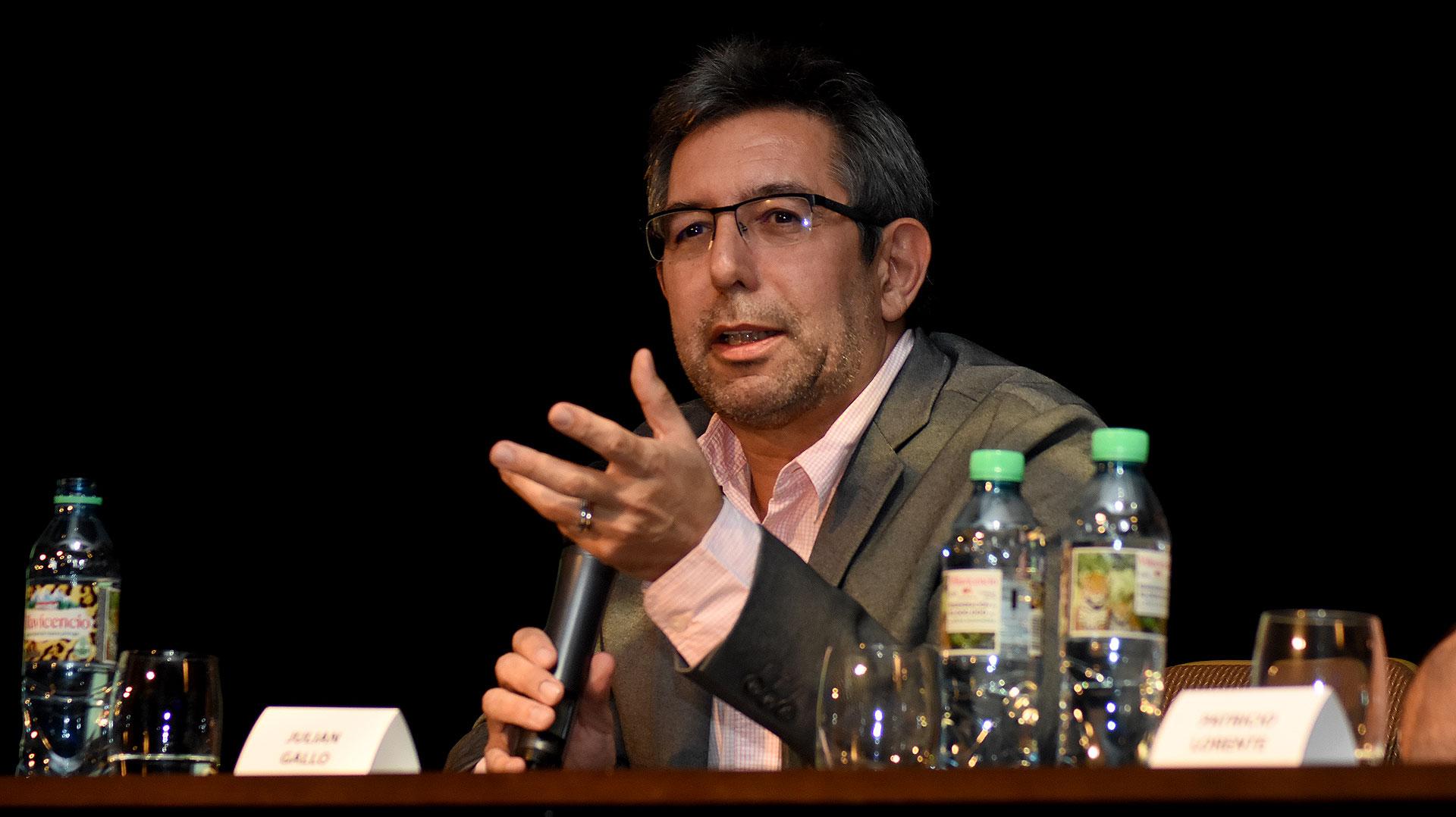 Julián Gallo, director de Contenido y Estrategia Digital, Redes Sociales y Web del Presidente Mauricio Macri , durante su exposición