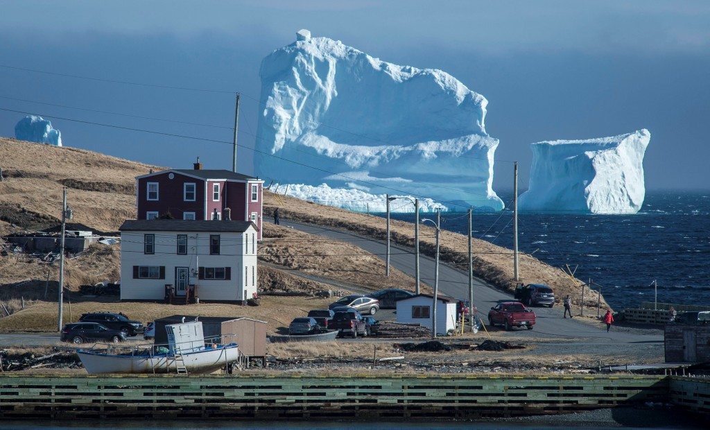 """El iceber pasando por la Orilla Sur, también conocida como el """"Pasaje de los iceberg""""(Reuters)"""