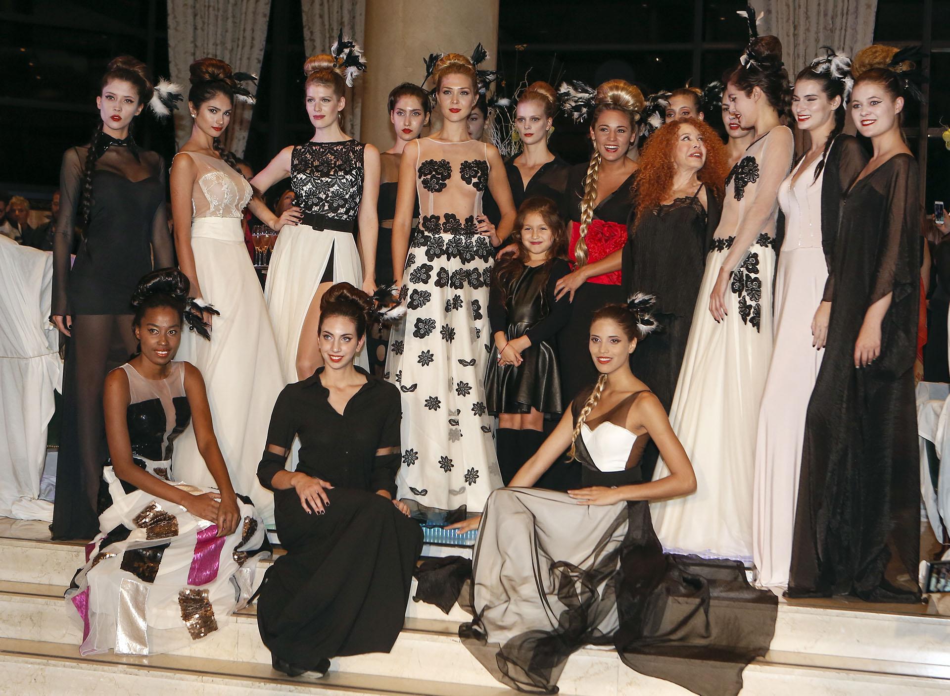 Maureene Dinar junto a sus modelos y Rocío Oliva